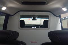ホンダの前席と後席キャビンの間に設けられた隔壁
