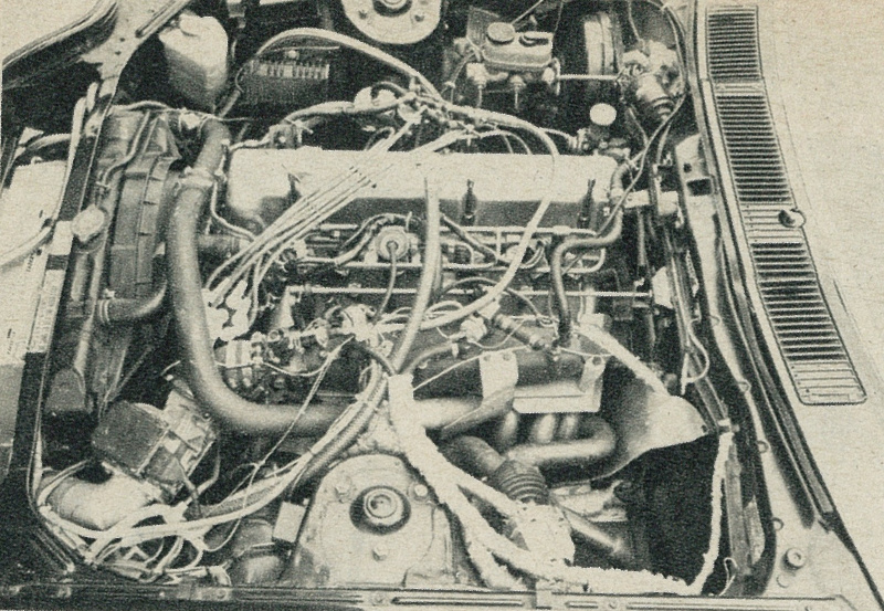 GReddy S130Zツインターボのエンジンルーム