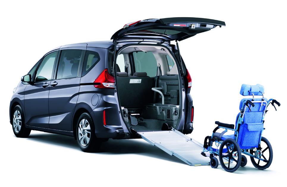 「高齢者の送迎などに便利。コンパクトカーにも設定がある乗り降りが楽な「回転シート」車」の9枚目の画像