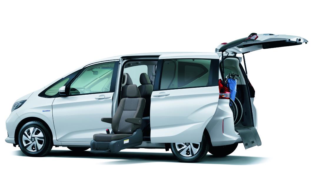 「高齢者の送迎などに便利。コンパクトカーにも設定がある乗り降りが楽な「回転シート」車」の3枚目の画像