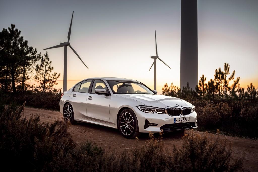 「BMWが最大55万円値下げ! エコカーの衝撃的お買い得な新グレードに落とし穴は? 装備は? 」の3枚目の画像