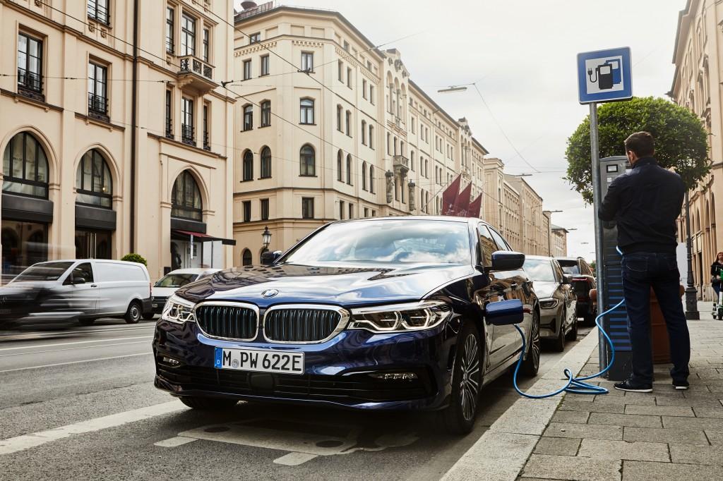 「BMWが最大55万円値下げ! エコカーの衝撃的お買い得な新グレードに落とし穴は? 装備は? 」の5枚目の画像