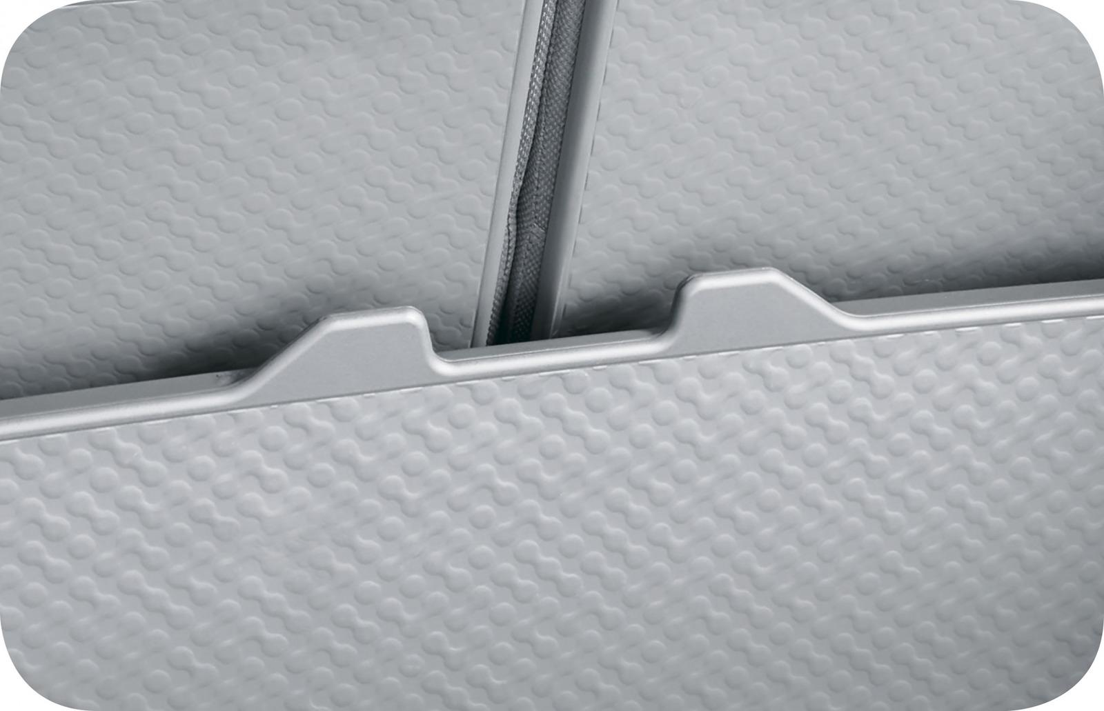 「新型ダイハツ・タフトは標準装備の「スカイフィールトップ」が圧倒的な開放感をもたらす」の14枚目の画像