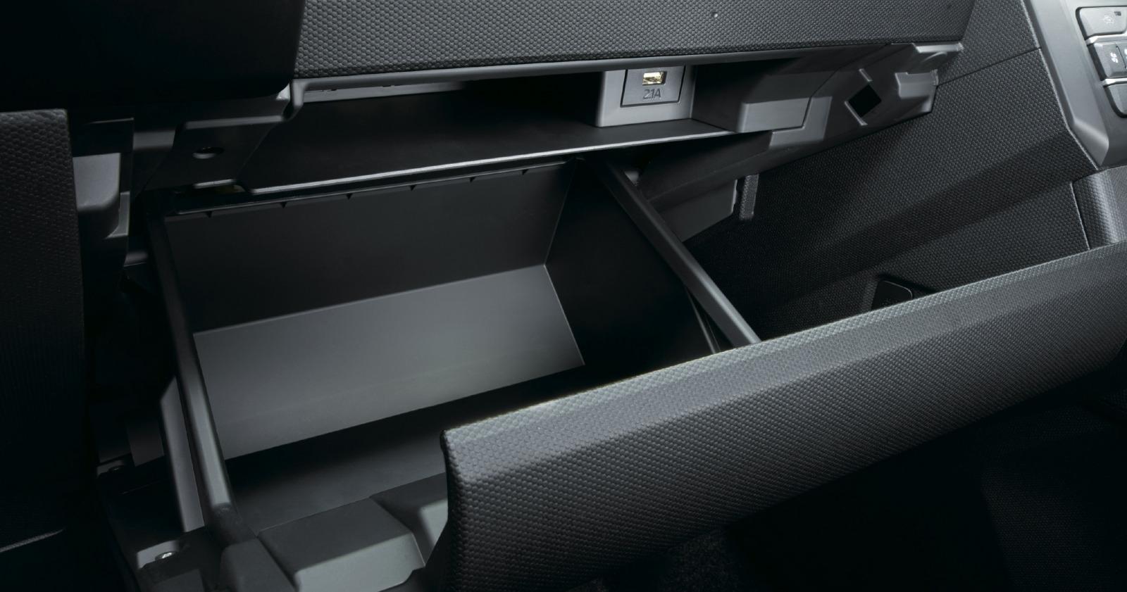 「新型ダイハツ・タフトは標準装備の「スカイフィールトップ」が圧倒的な開放感をもたらす」の9枚目の画像