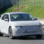 ヒュンダイのEV-SUV「45」はクーペデザインに! 次世代EVクロスオーバーSUVをキャッチ - Hyundai 45 less camo 3