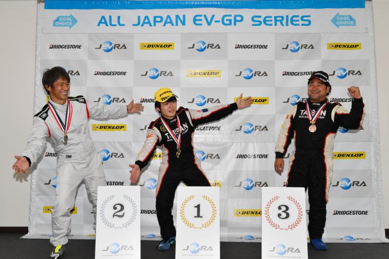 EVレース開幕戦表彰台
