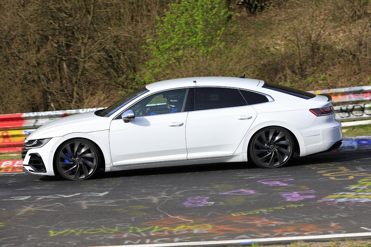「新開発エンジン搭載で、VW「アルテオンR」は400馬力超!?」の1枚目の画像
