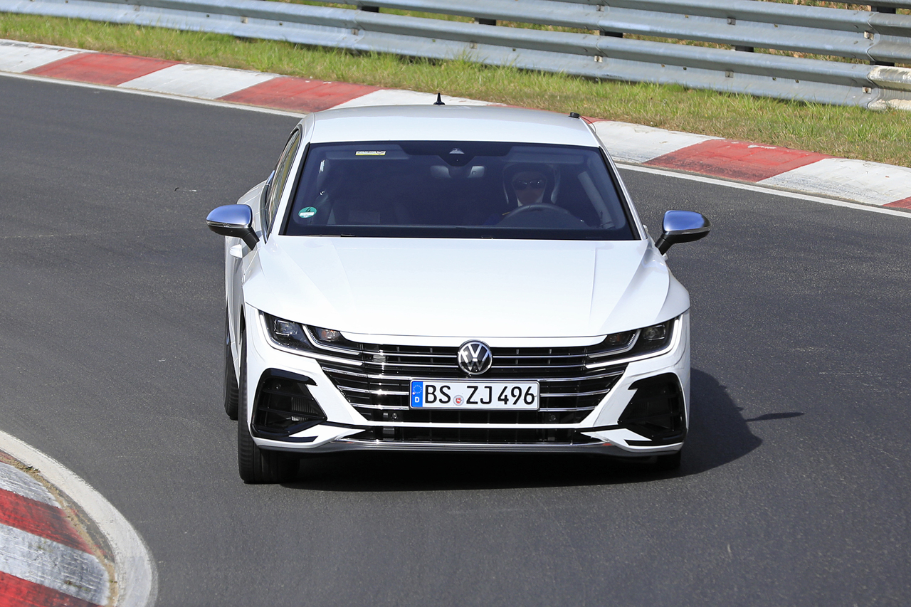 「新開発エンジン搭載で、VW「アルテオンR」は400馬力超!?」の2枚目の画像