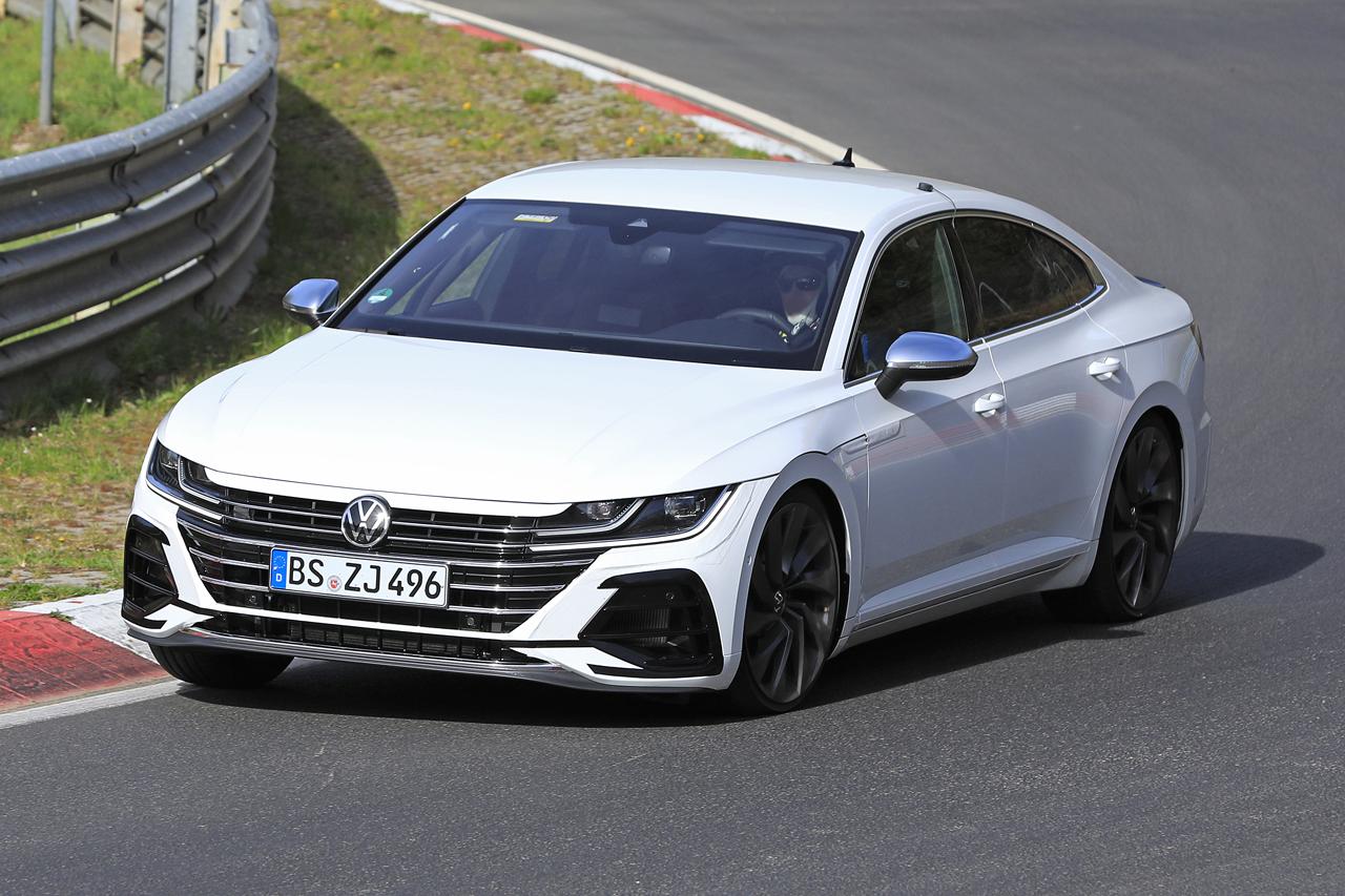 「新開発エンジン搭載で、VW「アルテオンR」は400馬力超!?」の3枚目の画像
