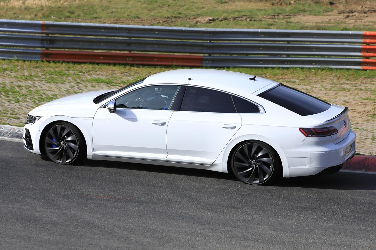 「新開発エンジン搭載で、VW「アルテオンR」は400馬力超!?」の6枚目の画像