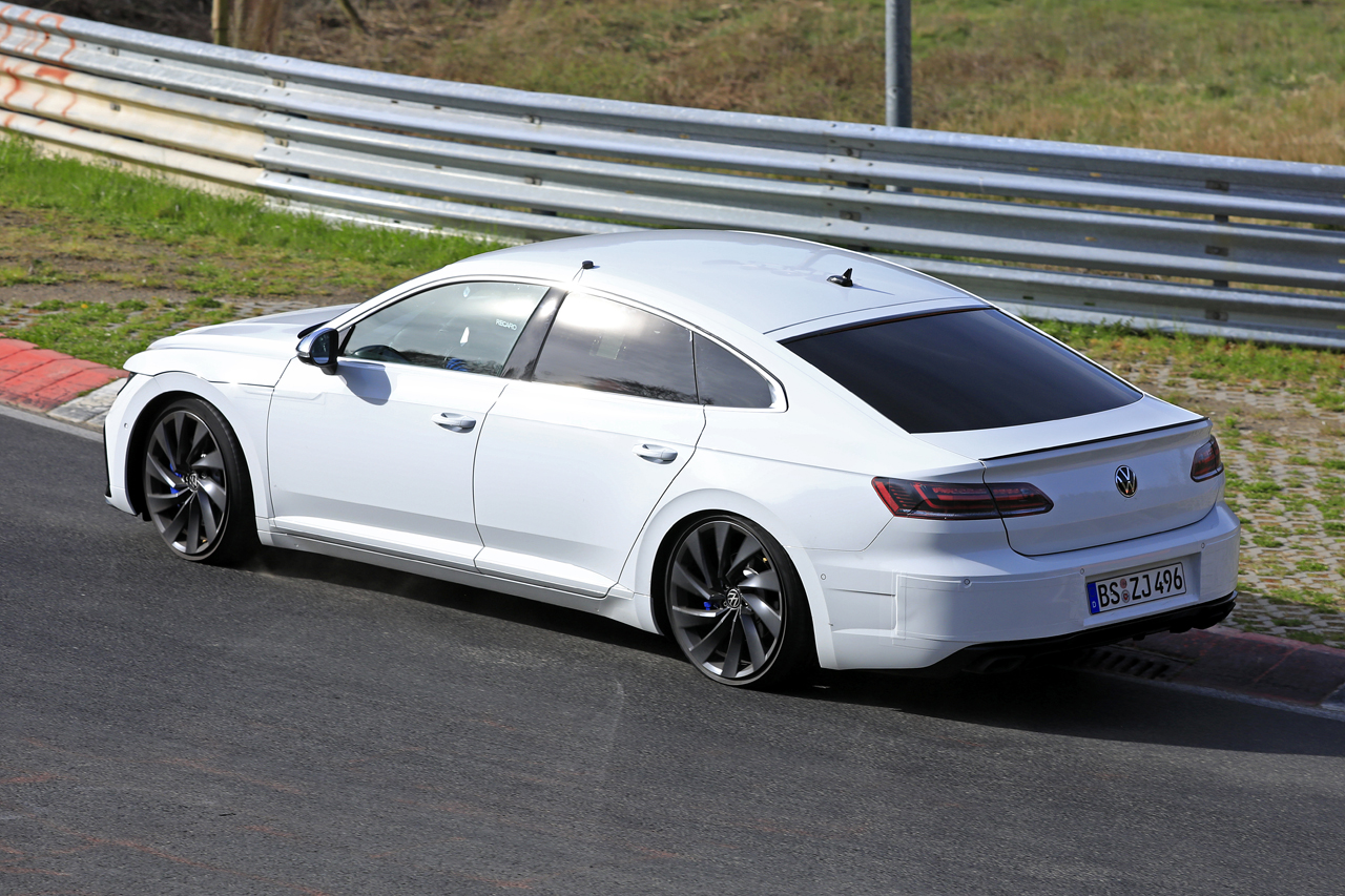 「新開発エンジン搭載で、VW「アルテオンR」は400馬力超!?」の7枚目の画像