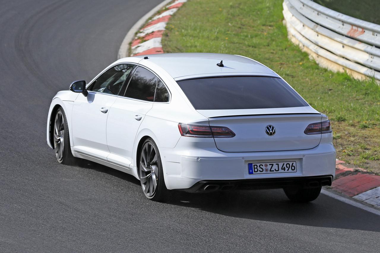 「新開発エンジン搭載で、VW「アルテオンR」は400馬力超!?」の8枚目の画像