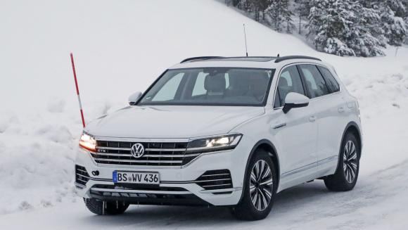 VW トゥアレグ GTE_003