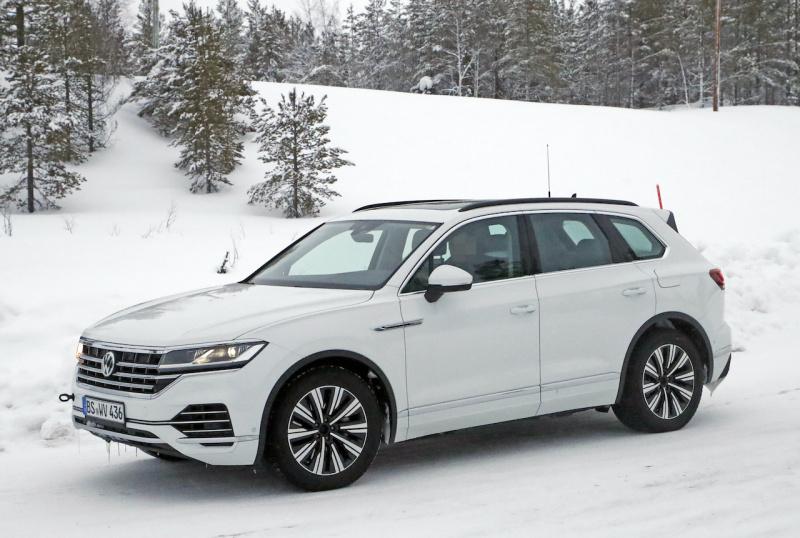 VW トゥアレグ GTE_005