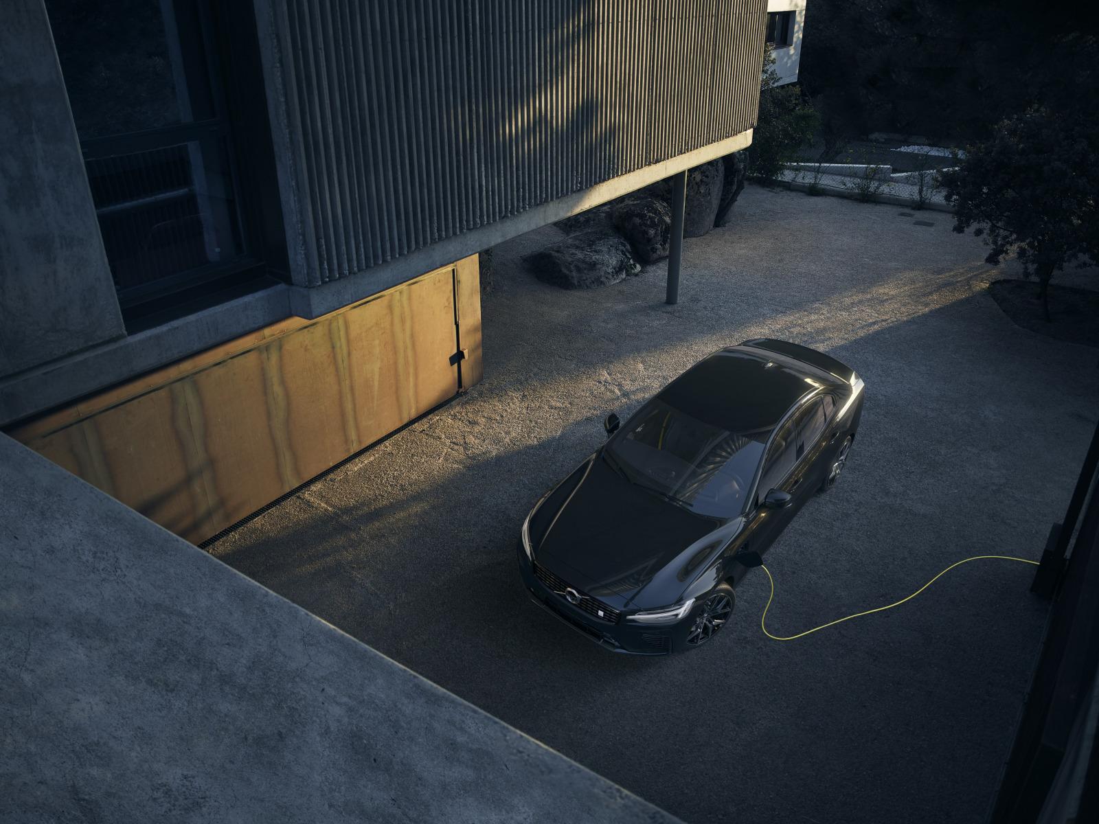 「欧州の一部で受注を開始したボルボ初のEV「ボルボ XC40 リチャージ P8 AWD」とは?」の1枚目の画像