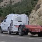 自慢は安さとパワフルな走り。ダチア版「カングー」の新型プロトタイプ、ワインディング・ロードで躍動 - Dacia Dokker005