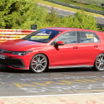 新型ゴルフGTI「TCR」、今夏デビューへ向けニュルブルクリンクで高速テスト - Spy-Photo
