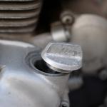 旧車再生の基本・エンジンオイル交換と各部の調整【49年前のCB125は直るのか? 素人再生記】 - cb125k_oil_01