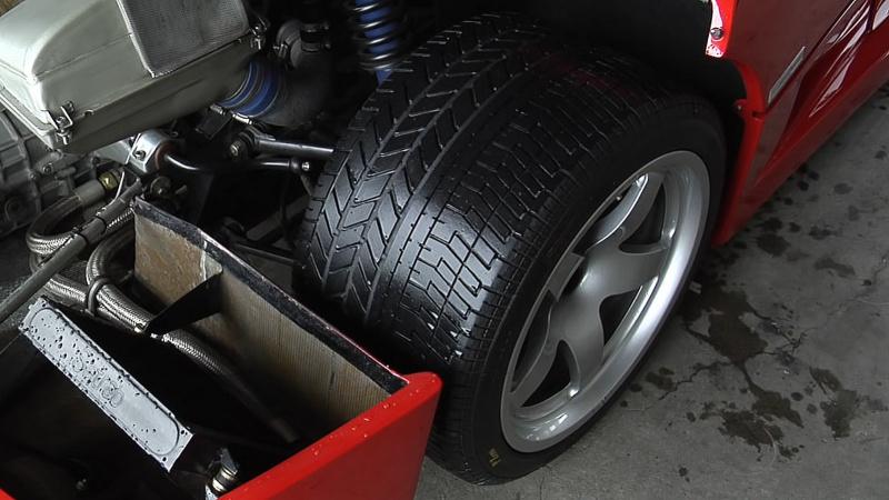 F40のリヤタイヤ