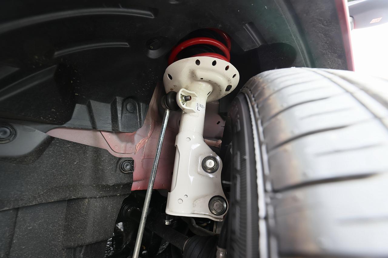 「新型フリードModulo X「3つのフィン=実効空力デバイス」による進化を飯田裕子がチェック!土屋圭市に開発秘話を聞いた!!【HONDA FREED Modulo X】」の12枚目の画像