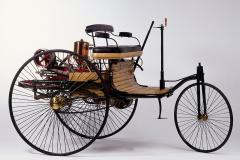 カール・ベンツが造ったガソリン3輪車(写真はレプリカモデル)。