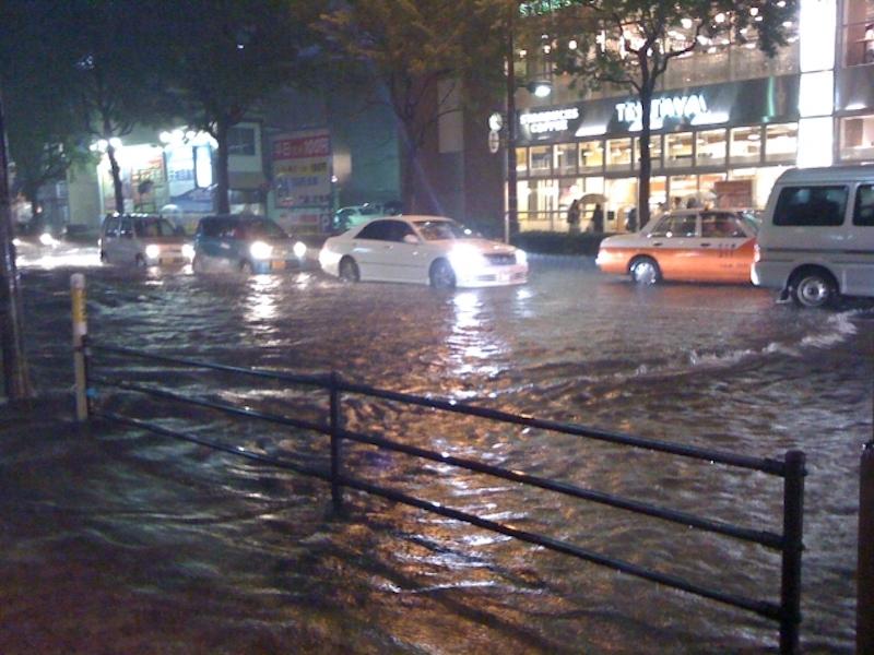 自動車保険でクルマの水没も補償されるか?
