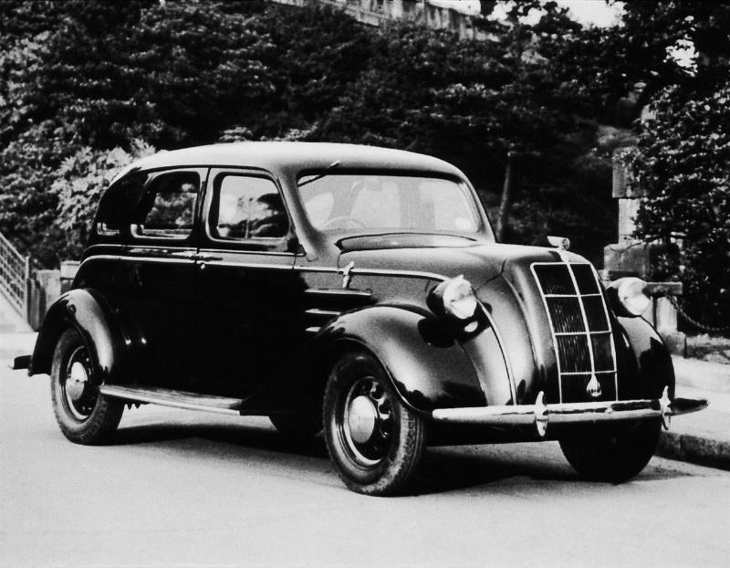 トヨダAA 6気筒中型乗用車(1936(昭和11)年4月)。