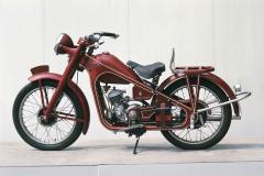 ホンダ ドリームD型(1949(昭和24)年8月)。