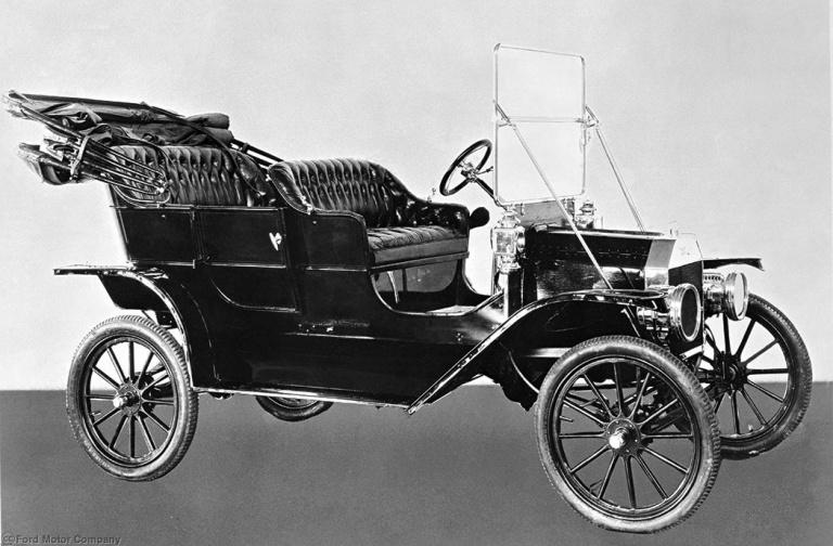 T型フォード (Model T・1908年)。