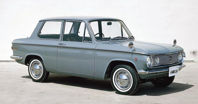 ファミリア 2ドア(1965(昭和40)年9月)。