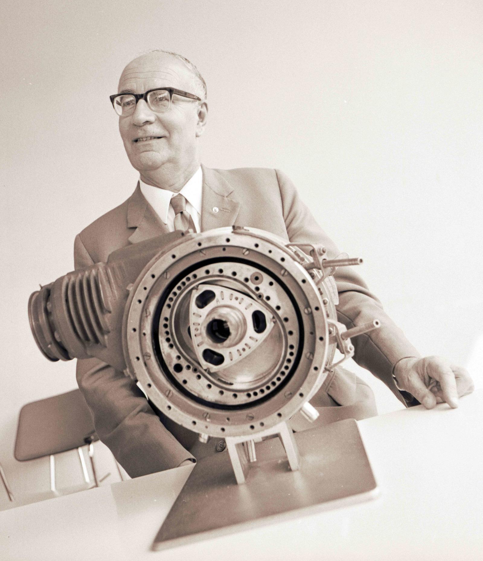 「バンケル式ロータリーエンジンの技術提携と開発着手【マツダ100年史・第11回・第4章 その1】」の2枚目の画像