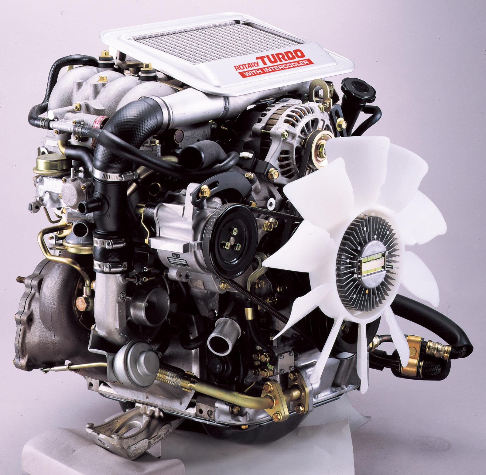 インタークーラー付ターボの13B型エンジン。