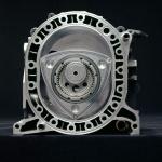 フェニックス計画による燃費改良【マツダ100年史・第18回・第5章 その3】 - サイドハウジングを外して見えるロータリーエンジン内部。