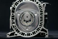 サイドハウジングを外して見えるロータリーエンジン内部。