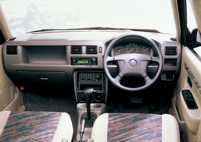 デミオの運転席。