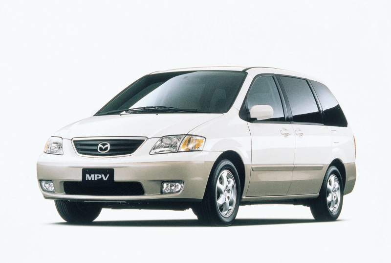 2代目MPV(1999(平成11)年6月)。