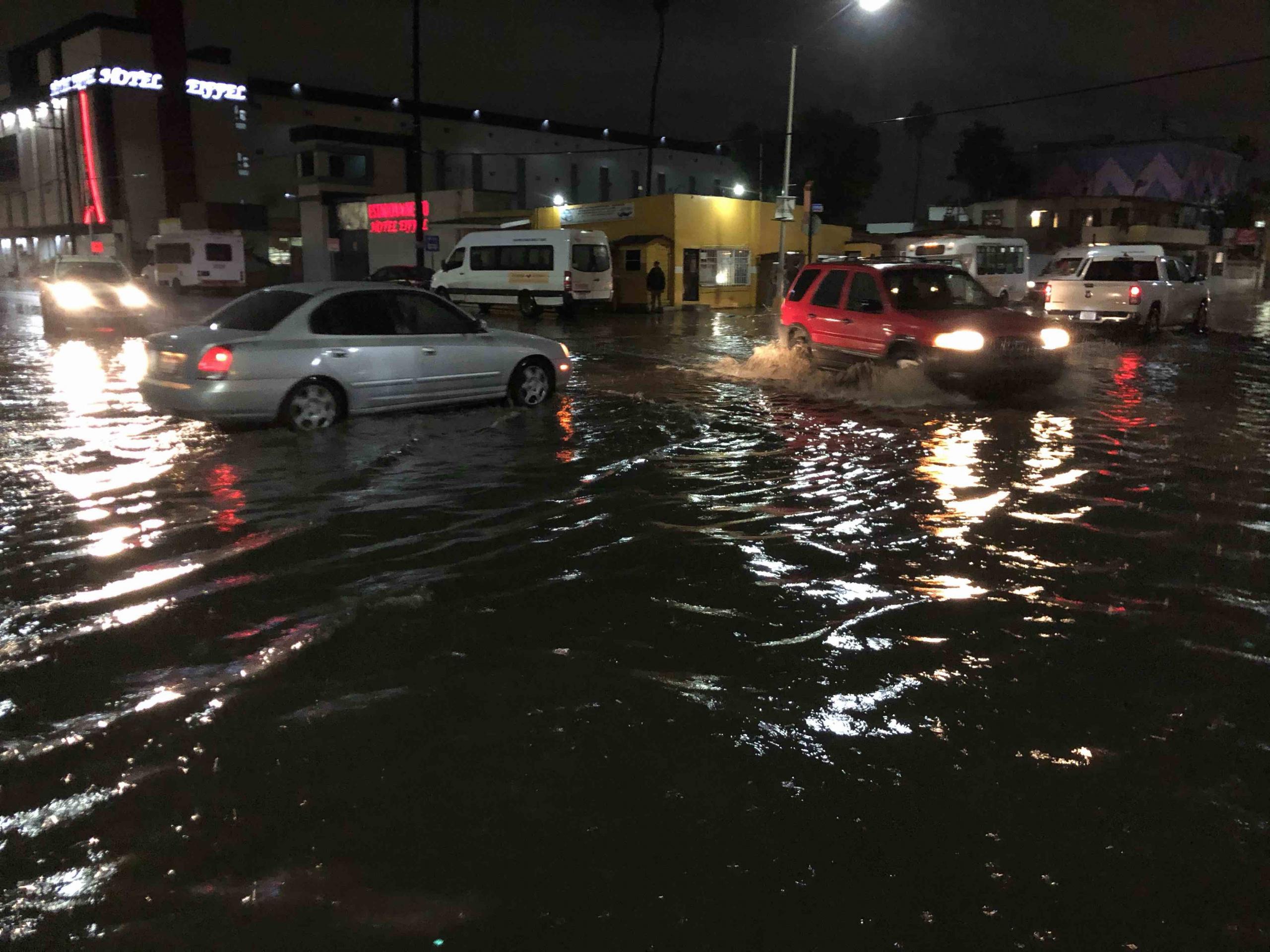「「洪水などで水没したハイブリッド車、電気自動車は感電する」という注意喚起は間違い。人が居たら助けてほしい!」の5枚目の画像
