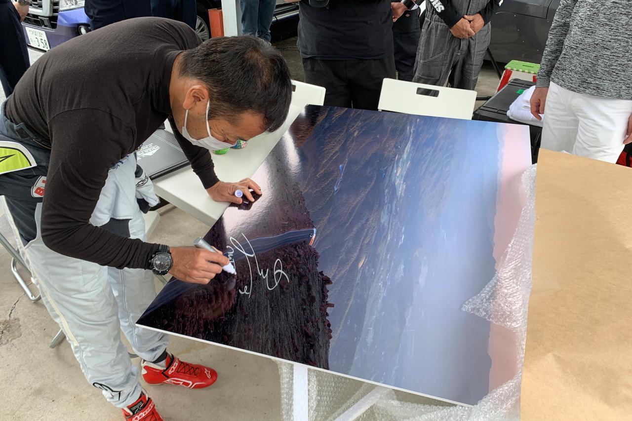 「クリッカーで活躍中のライター青山義明が愛知県岡崎市でレース写真展を開催!」の2枚目の画像