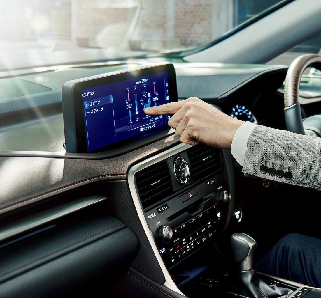 「レクサス・RXが一部改良。パーキングブレーキサポート、アクセサリーコンセントの追加などで商品力を向上【新車】」の4枚目の画像