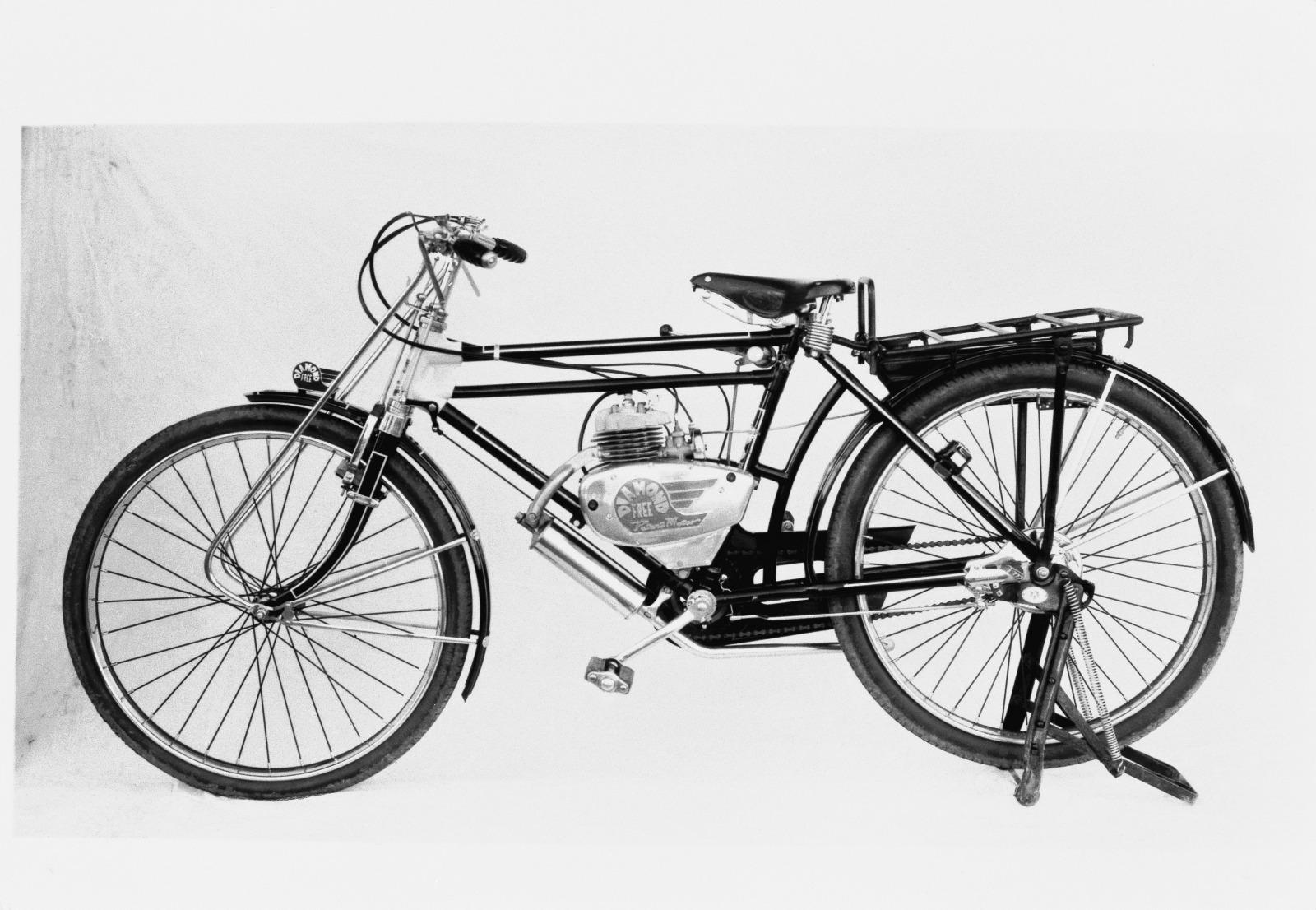 「戦後の危機を救ったのはライバル豊田だった!4輪への思いを秘めながら自転車にエンジン搭載した2輪から再スタート【スズキ100年史・第3回・第1章 その3】」の2枚目の画像