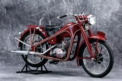 ホンダ初の本格的バイク「ドリームD型号」