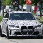 メガグリルが完全露出! BMW M3次期型、9月デビューへ - BMW M3 less camo 1