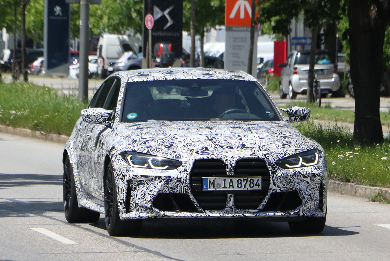 「メガグリルが完全露出! BMW M3次期型、9月デビューへ」の2枚目の画像