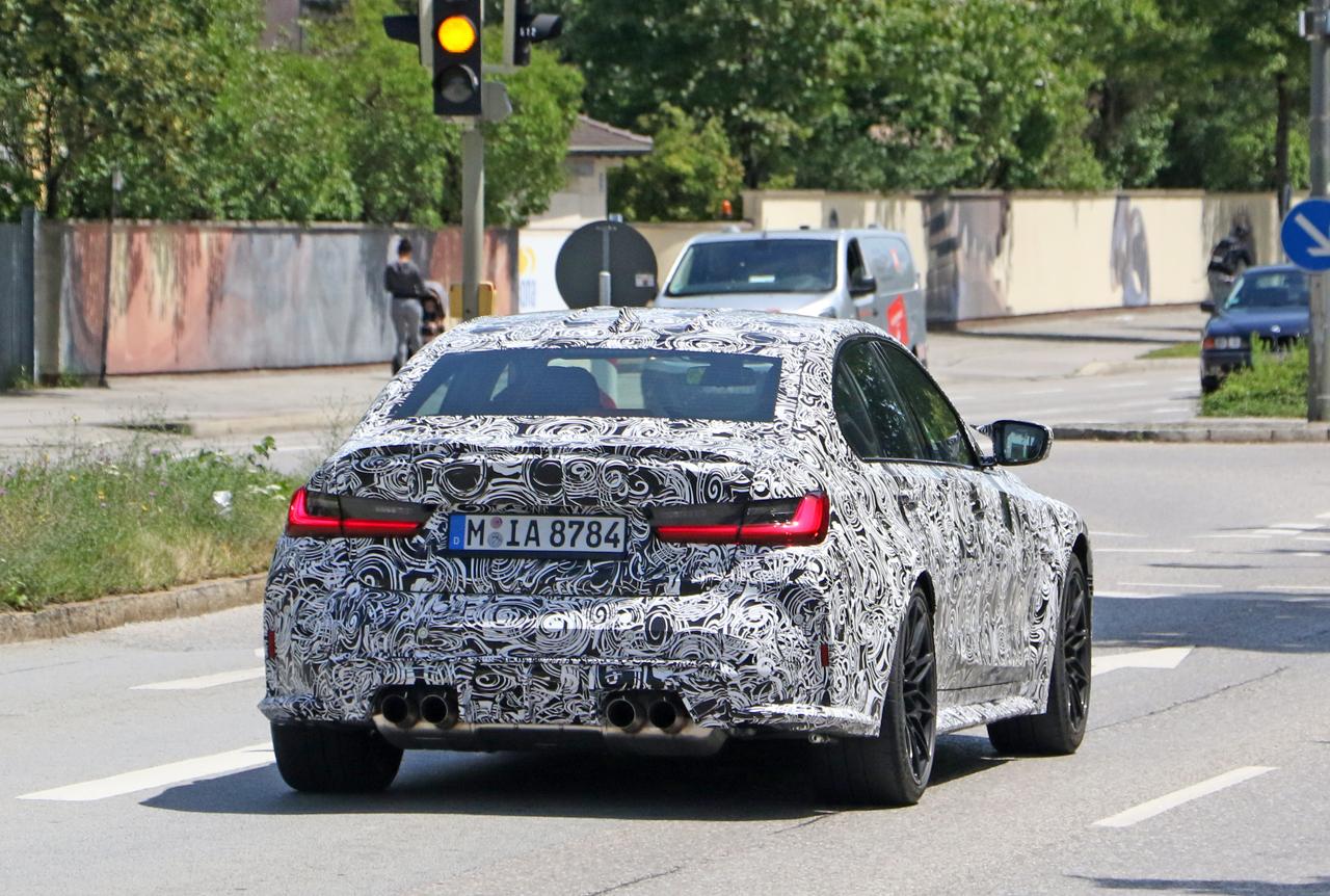 「メガグリルが完全露出! BMW M3次期型、9月デビューへ」の9枚目の画像