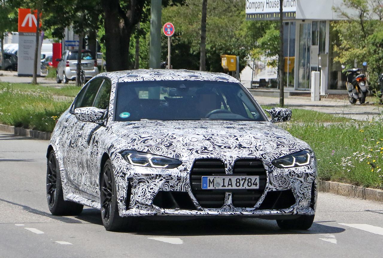 「メガグリルが完全露出! BMW M3次期型、9月デビューへ」の3枚目の画像