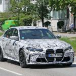 メガグリルが完全露出! BMW M3次期型、9月デビューへ - BMW M3 less camo 5