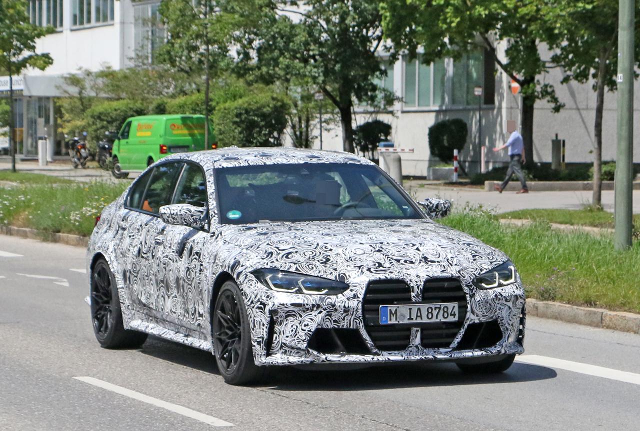 「メガグリルが完全露出! BMW M3次期型、9月デビューへ」の4枚目の画像