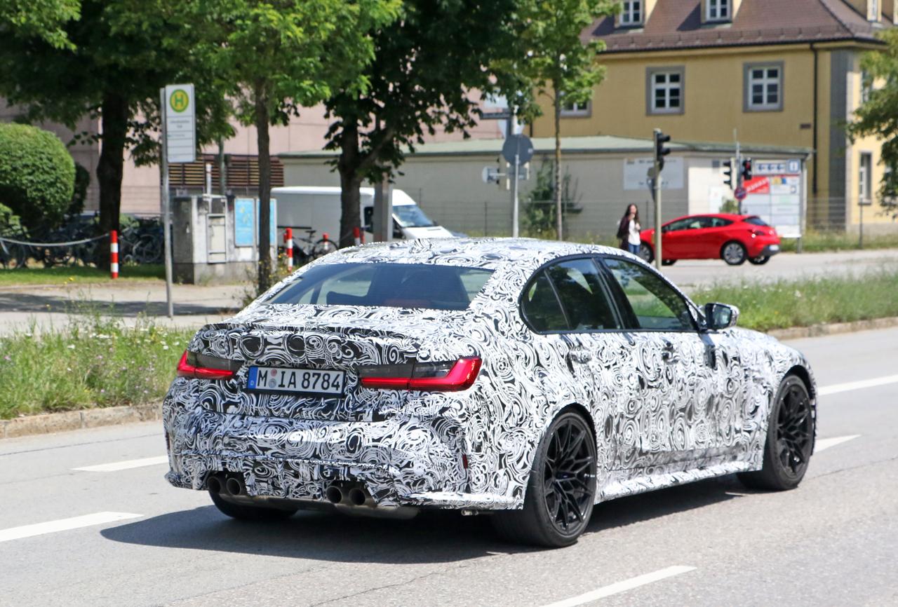 「メガグリルが完全露出! BMW M3次期型、9月デビューへ」の7枚目の画像
