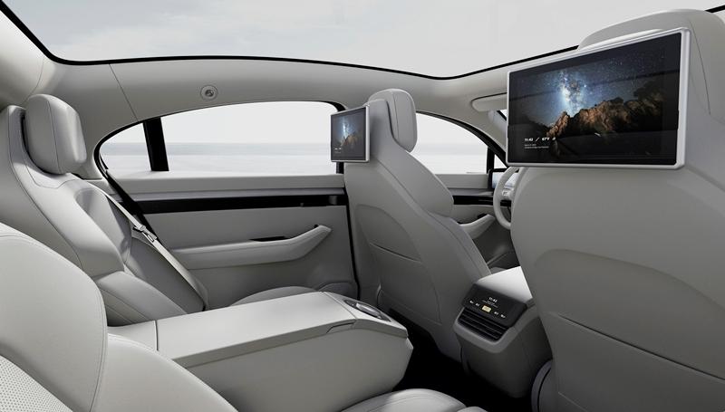 「SONYがEV「VISION-S」を国内で初公開。今年度内に公道評価を実施、SUV開発も視野」の1枚目の画像
