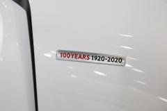 マツダMX-30の国内仕様のハイブリッド車とEVの100周年記念車